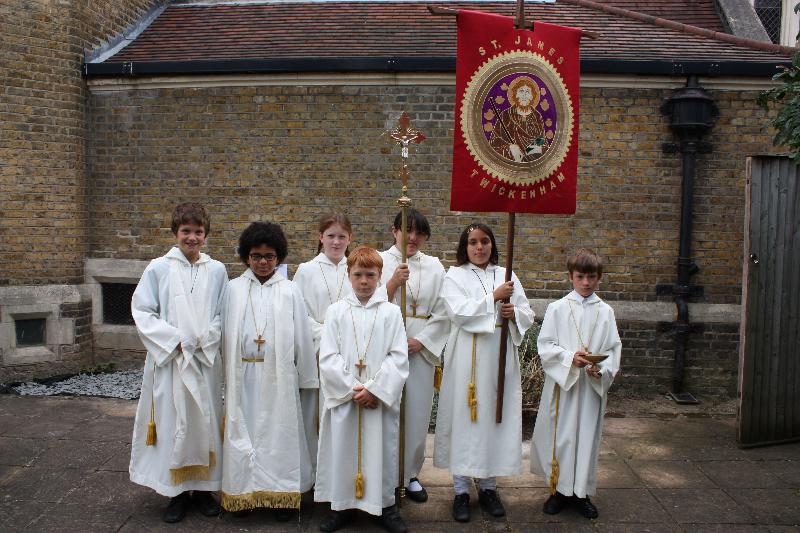125-mass-altar-servers